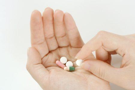 サプリメントを飲む許可を医師に求めるべきか