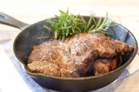 フライパンで加熱する肉料理でも食中毒には要注意
