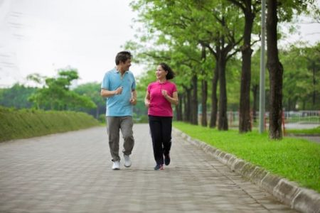 ジョギング ウオーキング 中年 夫婦